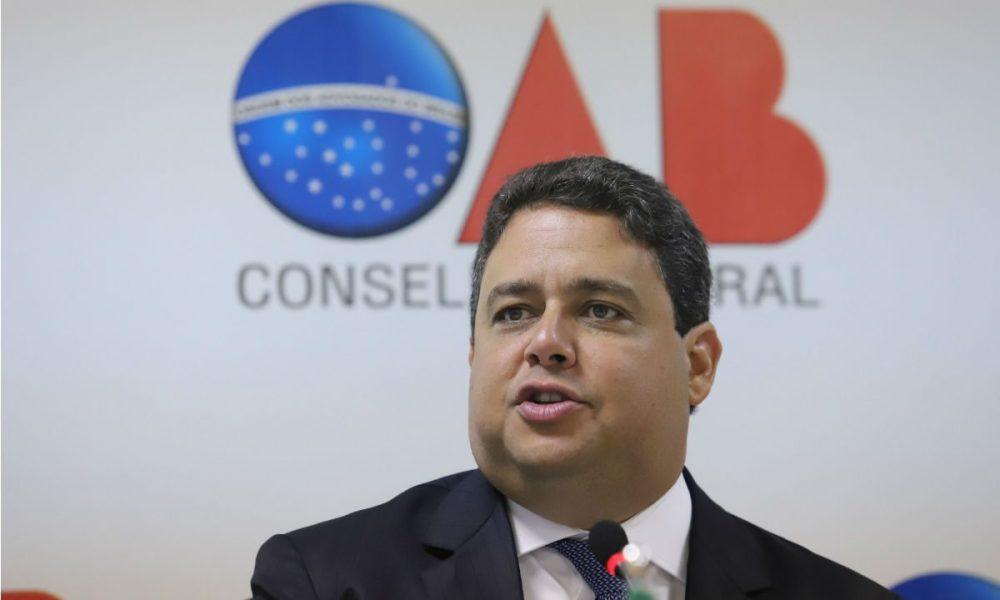 Instituto Nacional de Advocacia pede afastamento imediato de Santa Cruz do comando da OAB