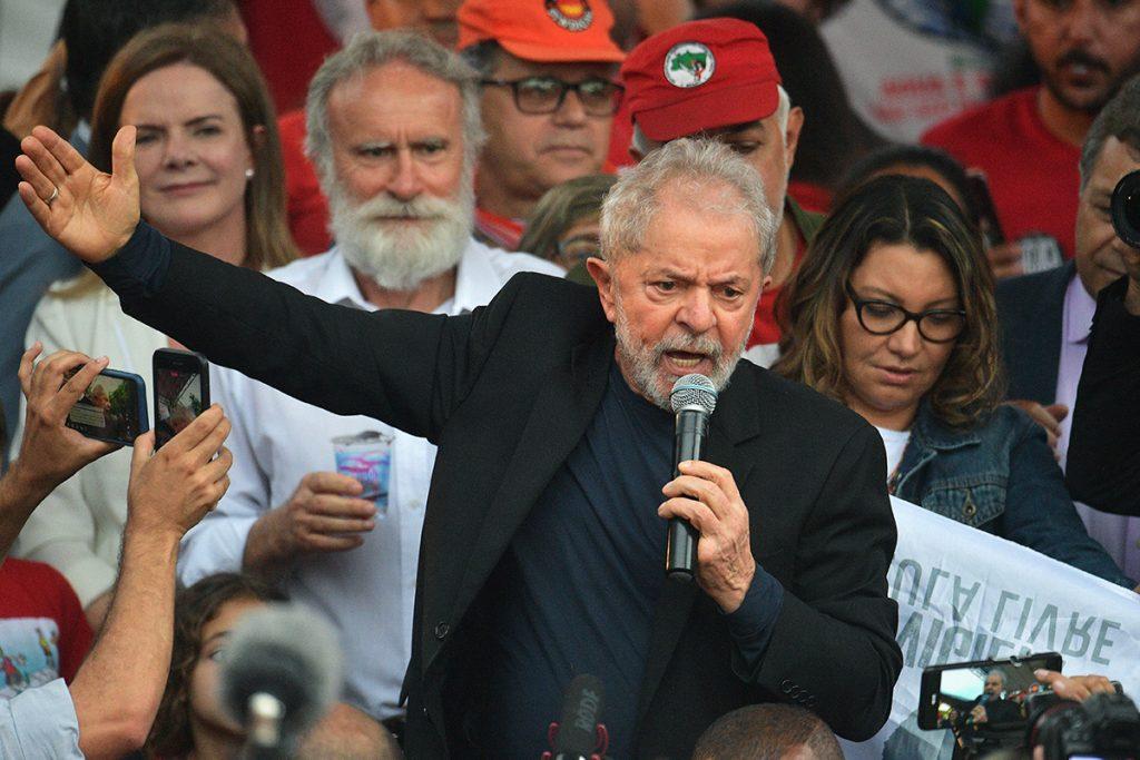 Lula defende que povo brasileiro seja 'reeducado' para não votar mais em Bolsonaro