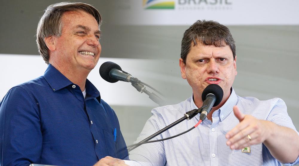 """Tarcísio faz homenagem a Bolsonaro e é aplaudido em pé: """"Apesar de todos os ataques, tá aqui o carinho do povo!"""""""