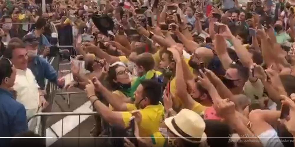 Bolsonaro chega ao Mato Grosso e é recebido por festa e multidão aos gritos de 'mito'