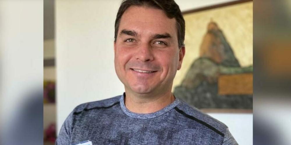 Flavio Bolsonaro anuncia que está curado do Coronavírus e que utilizou Hidroxicloroquina
