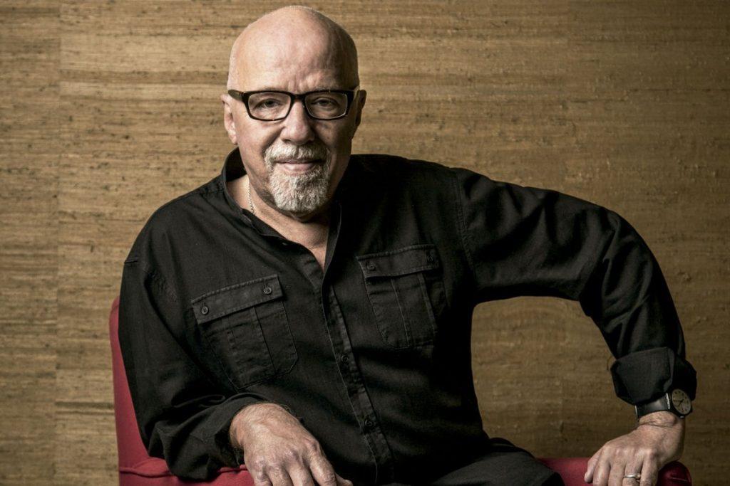 Paulo Coelho pede que outros países boicotem produtos brasileiros para derrubar atual governo