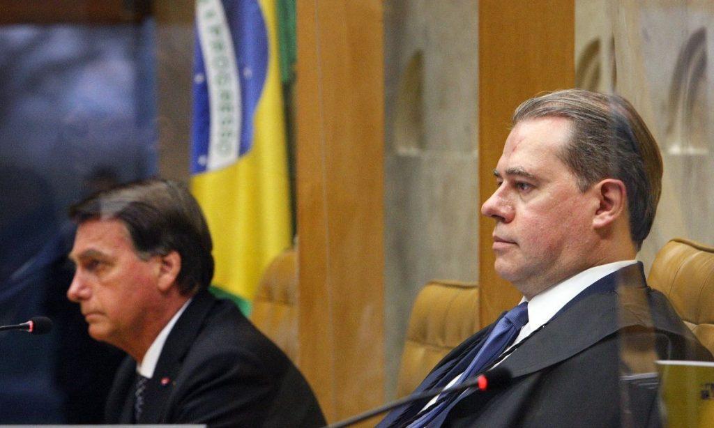 """Bolsonaro aparece de surpresa no STF e reforça: """"Cheguei aqui pelo voto e os senhores chegaram por indicação do presidente"""""""